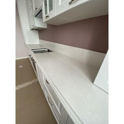 Столешница из кварца для кухни. Perla White1123